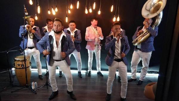 Banda Estrellas de Sinaloa celebra sus XV años en Rodeo Santa Fe