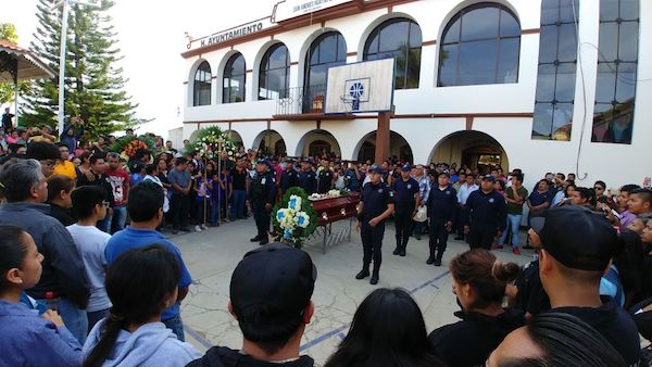 Virgilio Ruiz, líder de Banda Tierra Mojada, recibe multitudinaria despedida.