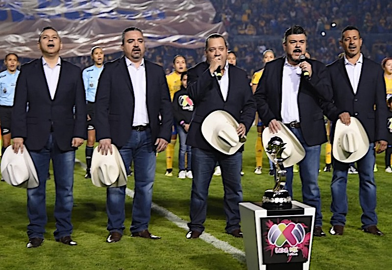 Grupo Pesado interpreta el Himno Nacional en Final de Futbol Mexicano