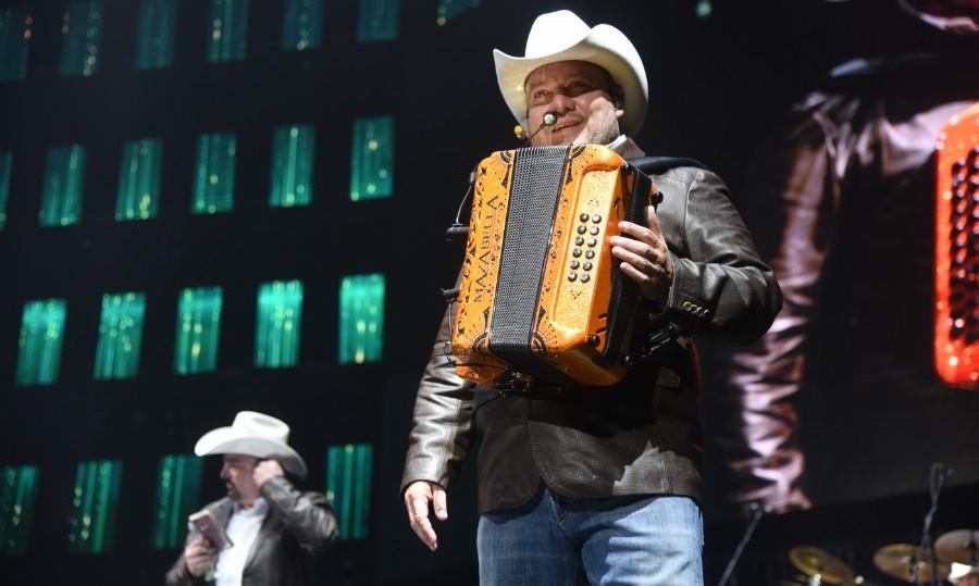 Pesado hace vibrar la Arena Monterrey