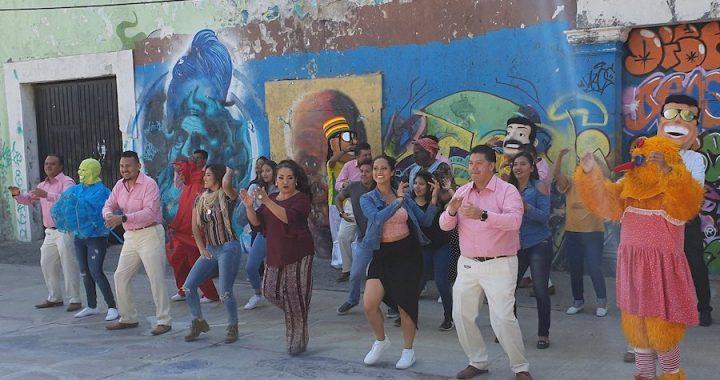 """Grupo Blanco y Negro grabó en coloridas locaciones el video del tema """"Viva el amor""""."""