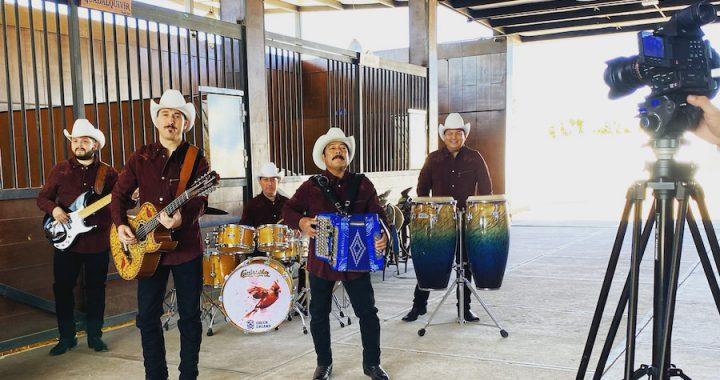 Con una imagen renovada Los Cardenales de Nuevo León graban su video clip más reciente.